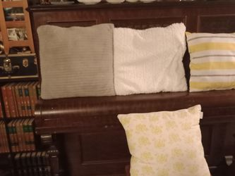 Assorted throw pillows. All for $15. for Sale in Everett,  WA
