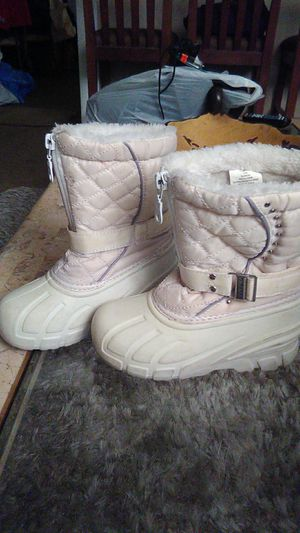 Girls size 10 snow boots for Sale in Santa Ana, CA