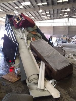 Junk- trash removal today for Sale in Montclair, CA