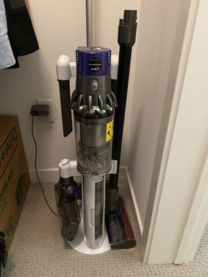 Dyson vacuum V10 absolute for Sale in Los Angeles, CA