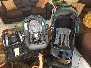 Coche y car seat for Sale in Cape Coral, FL