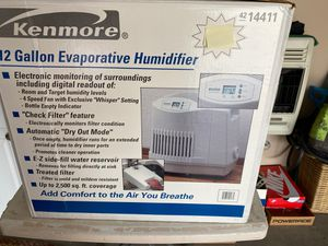 12 GALLON KENMORE HUMIDIFIER for Sale in Gibsonia, PA