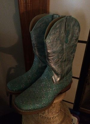 Roper brand girl boots size 3 for Sale in Summerville, SC