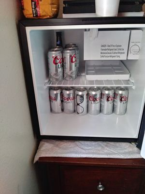 Galanz ENERGY SAVER MINI FRIDGE for Sale in Victorville, CA