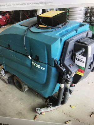 Tennant 5700 for Sale in Elk Grove Village, IL
