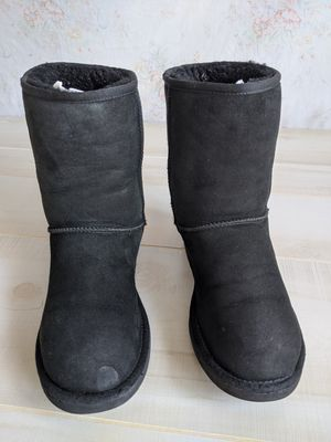 Women's UGG Classic Short Boots - Size 8 for Sale in Stone Mountain, GA
