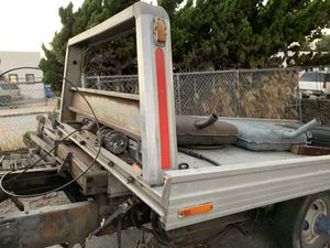 Flatbed Tow Truck w Wheel Lift all controls + Hydraulics . Complete rear axle and differential, light Bar wheel lift and frame from cab back. winch for Sale in Manhattan Beach, CA