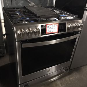 NEW SCRATCH AND DENT GE STAINLESS STEEL SLIDING-IN GAS STOVE IN EXCELLENT CONDITION for Sale in Baltimore, MD