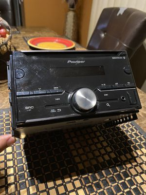 Pioneer digital receiver FH-S500BT for Sale in Victorville, CA