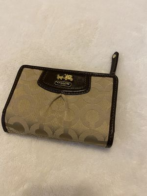 Coach classic wallet for Sale in Union City, NJ