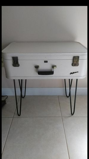 Vintage suitcase table or Jewelry and cosmetic case for Sale in Loxahatchee, FL