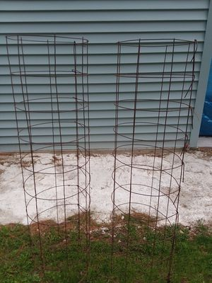 Tomatoe cages for Sale in Berlin, WI