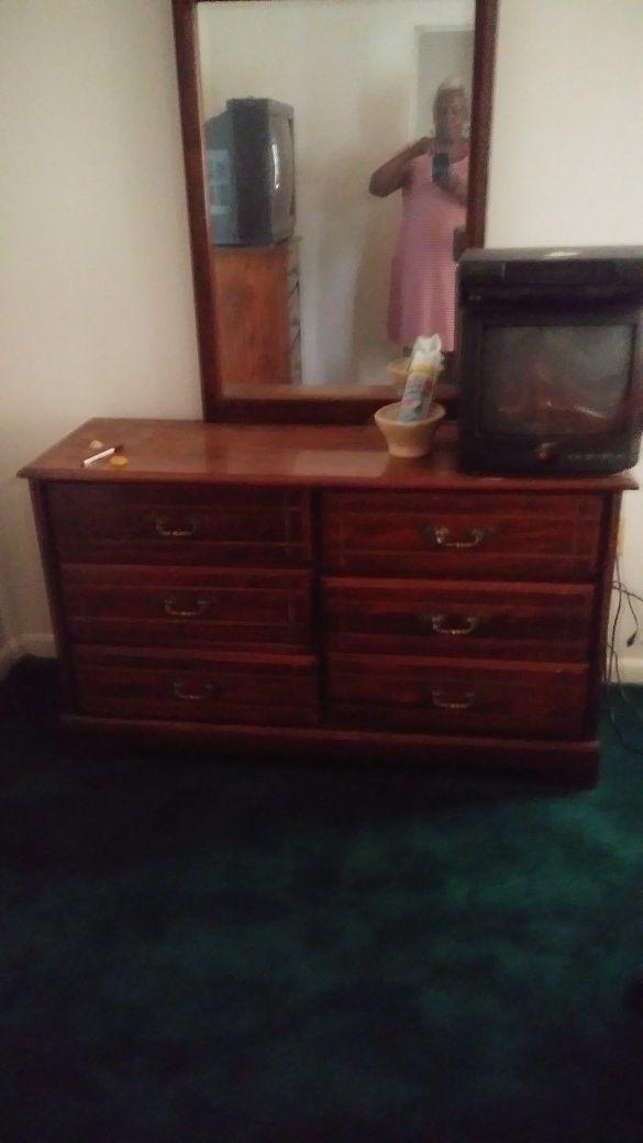 ESTATE SALE - VINTAGE - 6-drawer Dresser w/mirror & 4-drawer Chester