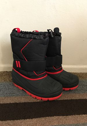 Size 2 kids Snow Boots and Rain Boots Thermolite for Sale in La Mirada, CA