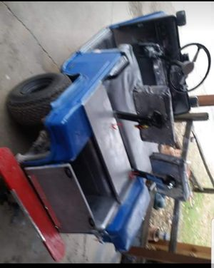 Ezo Golf Car runs and drives nicely,very nice,only one year batteries for Sale in Monticello, IN