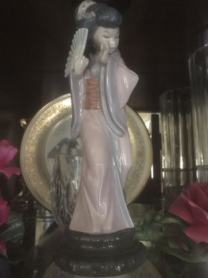 Authentic Mint Condition Lladro Figurine *Beautiful Asian Woman* for Sale in Dallas, TX
