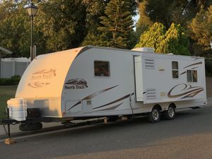 2009 North Trail Trailer 31 FT W / Slide Out - CLEAN for Sale in Riverside, CA