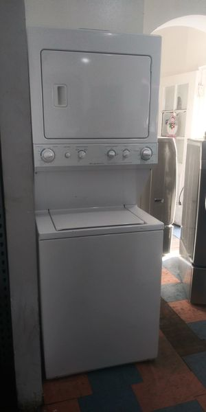 WHITE STACKABLE WASHER AND GAS DRYER FRIGIDIDARE for Sale in San Bernardino, CA