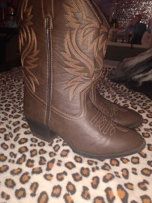 Girl boots size 5 for Sale in Houston, TX