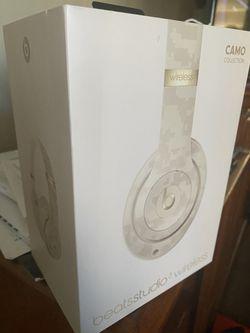 Beat studio wireless 3 white Camo for Sale in East Los Angeles,  CA