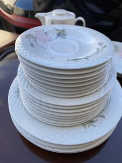 China pearl Kimberly dinnerware for Sale in Silver Spring,  MD