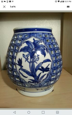 """7 1/2 """" tall rounded blue with white porcelain candle/bamboo holder vase for Sale in Las Vegas, NV"""