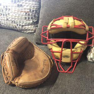 Rawlings LWMX Adult Catchers Mask Umpire Mask Adult Mask And Mit Glove Mitt Set for Sale in Phoenix, AZ