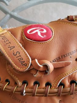 Youth Catchers Glove Rawlings NWT for Sale in Silverado,  CA