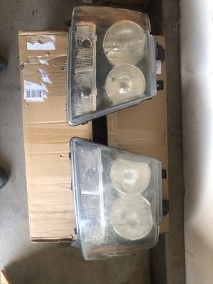 CHEVY TAHOE / CHEVY SUBURBAN OEM HEAD LIGHTS for Sale in Riverside, CA