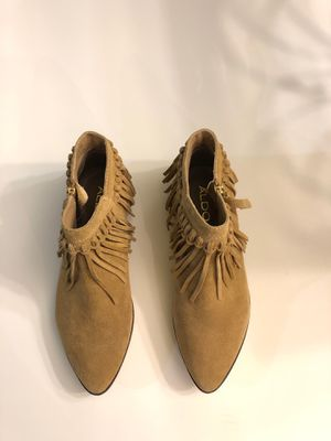 Aldo tan suede ankle boots. Size 7 Never Worn for Sale in Elmhurst, IL
