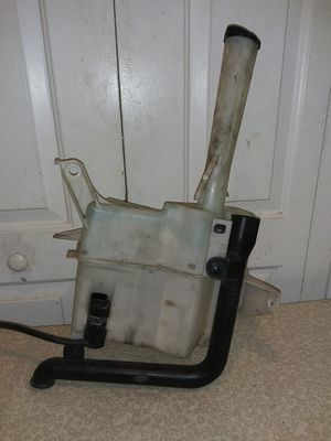 98-05 LEXUS GS400 GS300 WINDSHIELD WASHER RESERVOIR BOTTLE TANK W/ PUMP OEM for Sale in Atlanta, GA