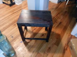 End table...Dark brown for Sale in Chicago, IL