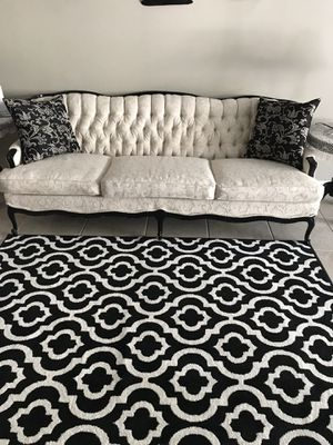 Beautiful Vintage 1940's Sofa ( Recently Recovered) for Sale in Orlando, FL
