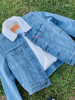 Cropped Authentic Levi's Sherpa Trucker Jacket ( Women's ) for Sale in Monterey Park, CA