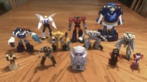 Transformers and auto bots 12 pieces all together for Sale in Stroudsburg, PA