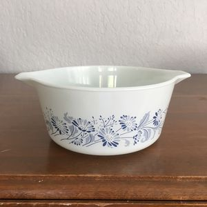 Pyrex bowl, colonial mist design, 1 1/2 quart size for Sale in Plantation, FL