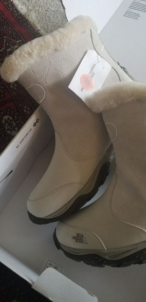 Women's Northface boot size 9.5 for Sale in Seattle, WA