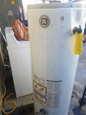 G/E. Water heater 38 GALLONS for Sale in Los Angeles, CA