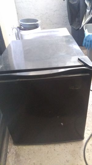 Small Refrigerator for Sale in Fresno, CA