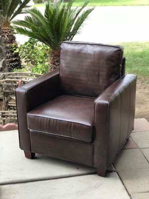 Brand new contemporary style club chair. Retails for over $395 for Sale in Fowler, CA