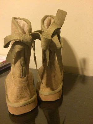 Kids Girls Winter Boots Snow Shoes Lined Warmer Comfy Nude Brown Laced Sz 2.5-3 for Sale in Los Angeles, CA