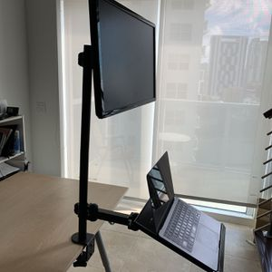 """Sit or Stand up mode work station, great for """"Connected Gym"""" Applications for Sale in Miami, FL"""