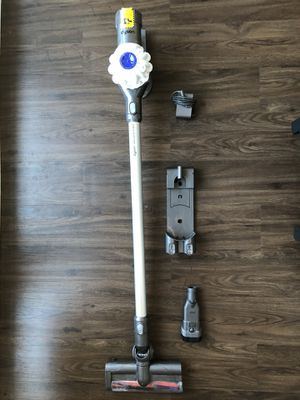 Dyson V6 vacuum for Sale in Cupertino, CA
