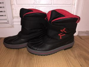 Kids snow boots size 5 for Sale in Pompano Beach, FL