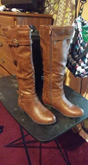 Girl boots SIZE 6 for Sale in Bellmead, TX