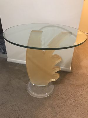 """Still available one contemporary modern heavy glass cocktail table 24x24"""" pick up Gaithersburg md20877 for Sale in Gaithersburg, MD"""