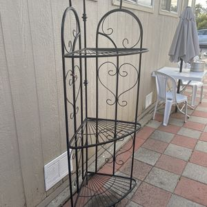 Peristerona Vines Iron Baker's Rack for Sale in Santa Ana, CA
