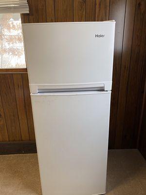 Hairy 10.1 Cu Ft Fridge/Freezer for Sale in Leechburg, PA