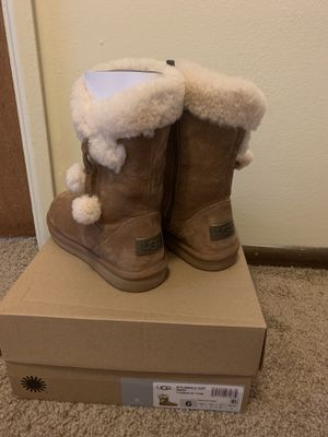 Ugg Plumdale Cuff Short Boot for Sale in Columbus, OH
