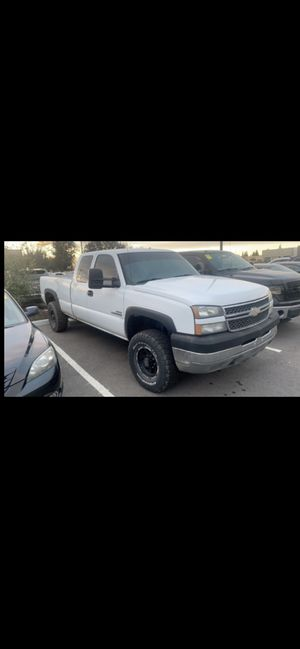 2005 Chevy 2500 duramax diesel for Sale in Clovis, CA